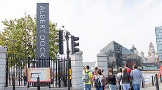 Albert Dock - sobotnie wyjście uczniów do puby i na zakupy - szkoła angielskiego w Liverpool